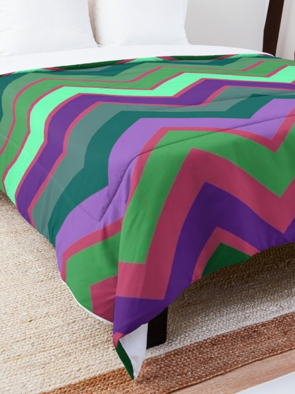 Fun Trendy and Cute Retro Stripe Decor Pattern Comforter